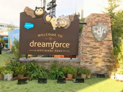 Dreamforce entrance sign